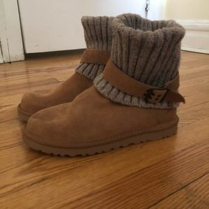 Knit Foldover UGG boots Sz 9: Ribbed Knit, Buckles